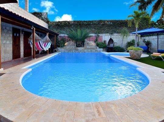 Sensacional la piscina con jacuzzi
